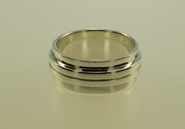 Sterling silver wide ridged design ring